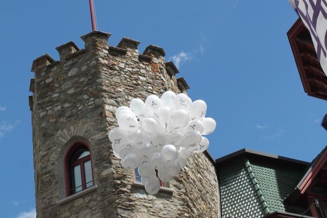 120 luftballons f r das badrutt 39 s. Black Bedroom Furniture Sets. Home Design Ideas